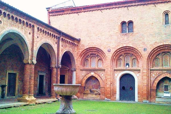 Santo Stefano combines 7 seven churches in one which makes it really special