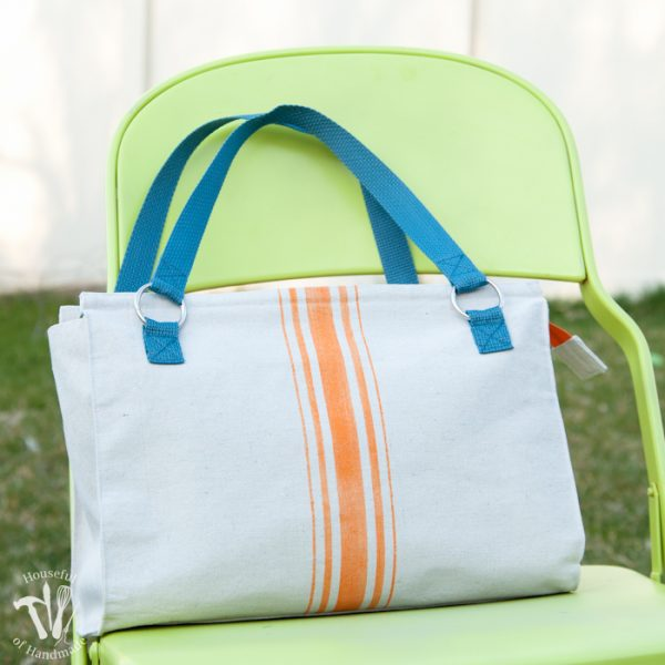 I love this purse! This vintage flour sack inspired drop cloth purse is the perfect DIY purse. Made from study drop cloth with fun pops of color. | Housefulofhandmade.com