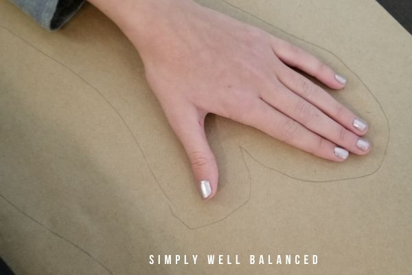 How to outline hand for body tracing art project for kids
