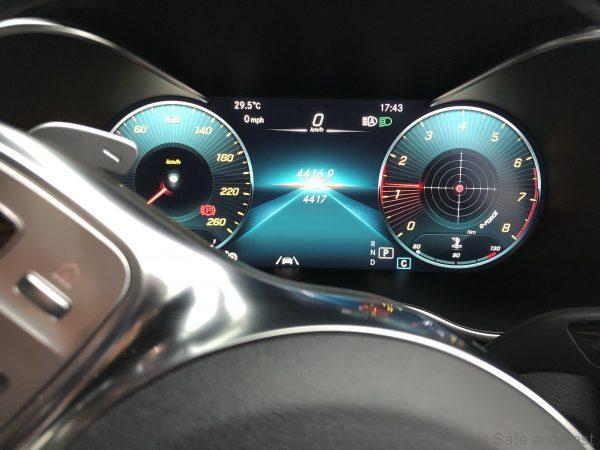 Mercedes-Benz GLC 300 4-Matic instrument cluster