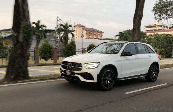Mercedes-Benz GLC 300 4-Matic side