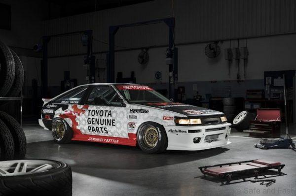 Toyota AE86 Levin racing