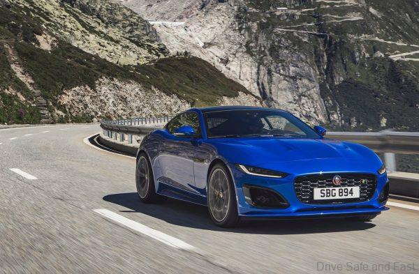Jaguar F-TYPE 2021_driving