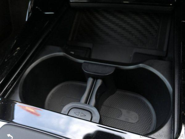 Mercedes-Benz A35 4Matic Saloon_cupholders