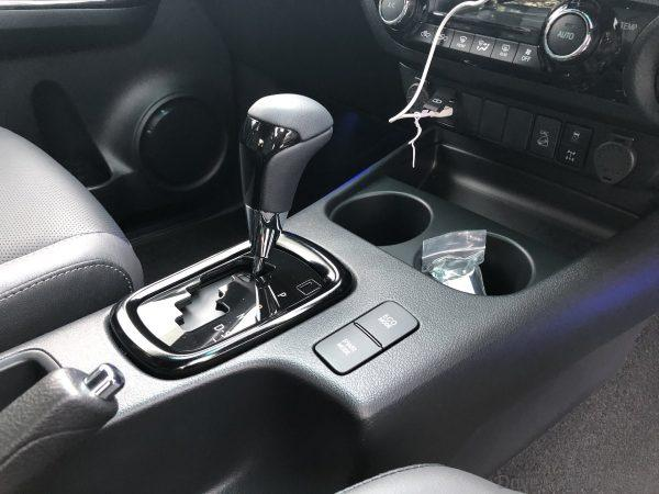 Toyota Hilux Rogue 6-speed gear shifter