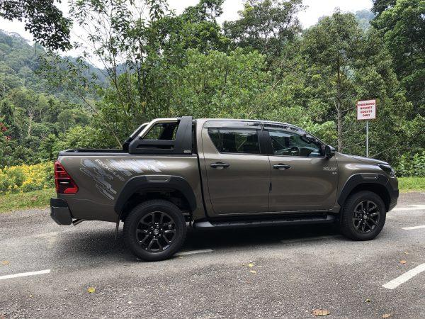 Toyota Hilux Rogue side view