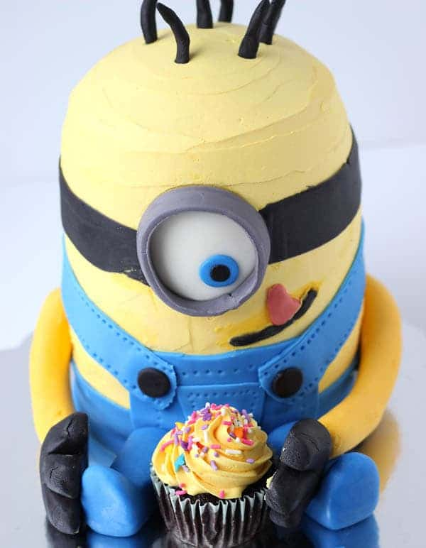 How to make a Minion Birthday Cake