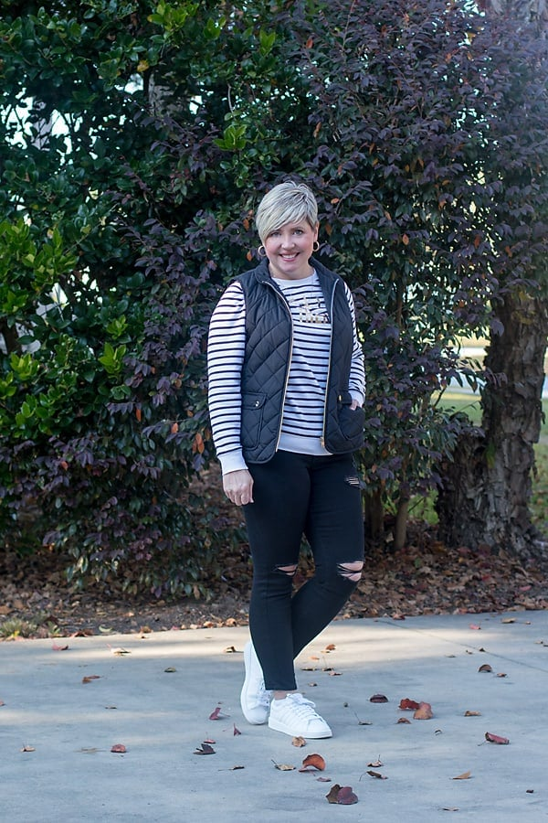 sporty casual weekend outfit with sneakers and quilted vest