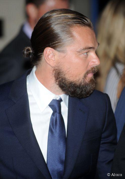 peinados-hombre-pelo-largo-medio-coleta