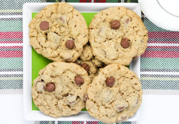 chocolate-chip-oatmeal-cookies