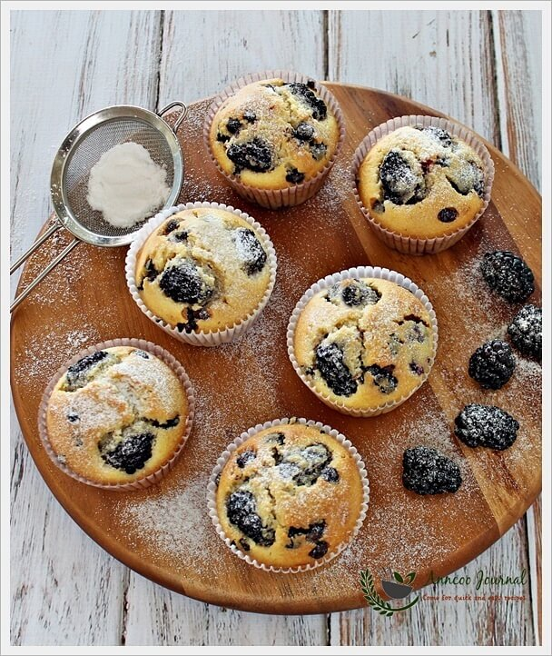 blackberry-and-choc-chip-cupcakes-033
