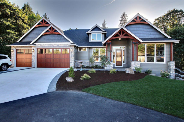 family super ranch style with vinyl siding house exterior