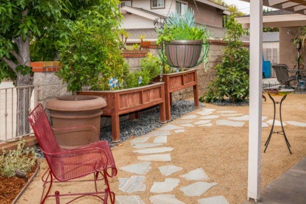 idea for low maintenance desert backyard landscaping