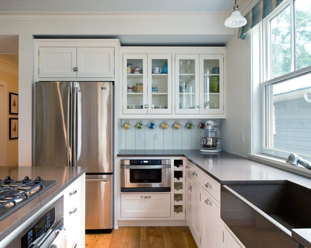 traditional kitchen with a touch of modernity featuring flawless white and black quartz countertops