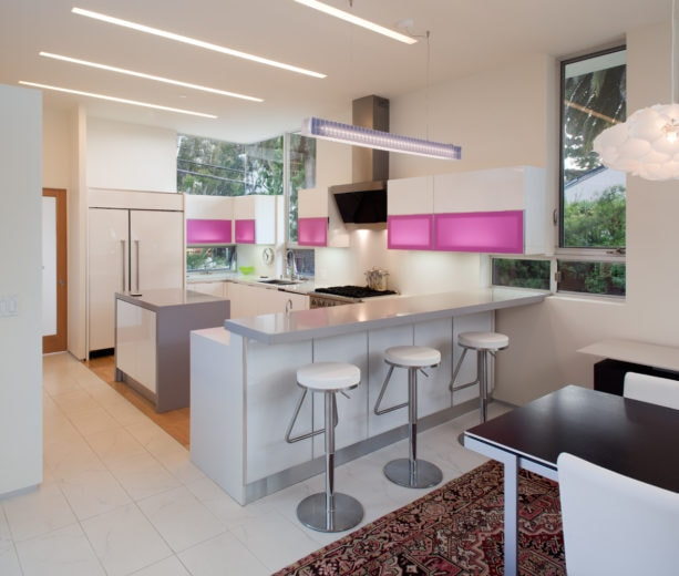 eat-in small kitchen with u-shaped layout and a peninsula