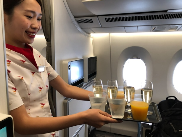 Cathay Pacific Premium Economy cabin review.