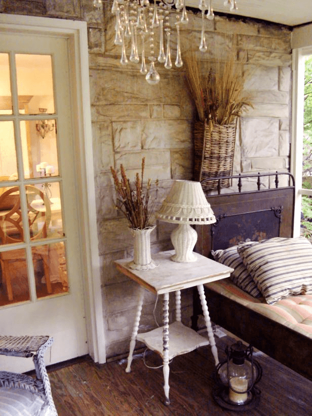 SHABBY CHIC RUSTIC SCREENED PORCH DAYBED DECORATION IDEAS