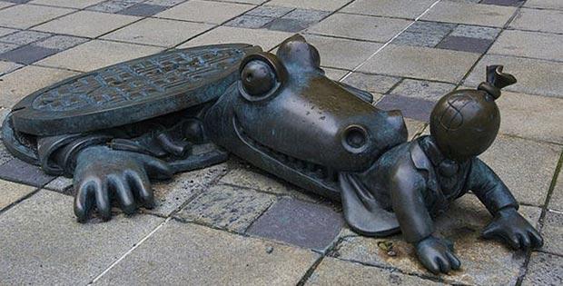 Crocodile eating a capitalist, Brooklyn, New-York, USA