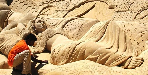 14 Awesome sand sculptures