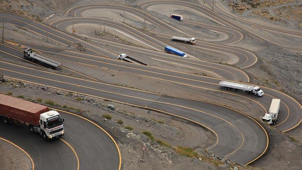 World's 18 craziest roads
