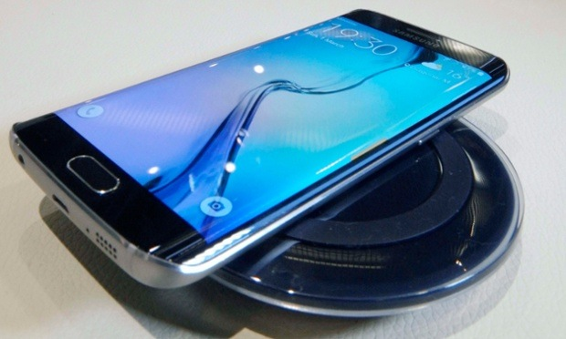 Galaxy S6 Edge on top of Samsung wireless charger