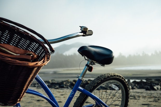 Basket on a cruiser bike parked on a beach