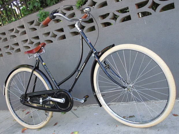 Typical cruiser bike with big thick tires.