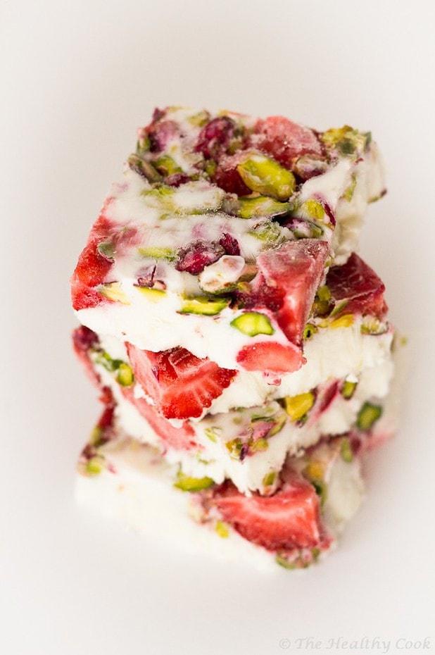 Yogurt Bars with Strawberries and Pistachios – Μπάρες γιαουρτιού με φράουλες και φιστίκια Αιγίνης