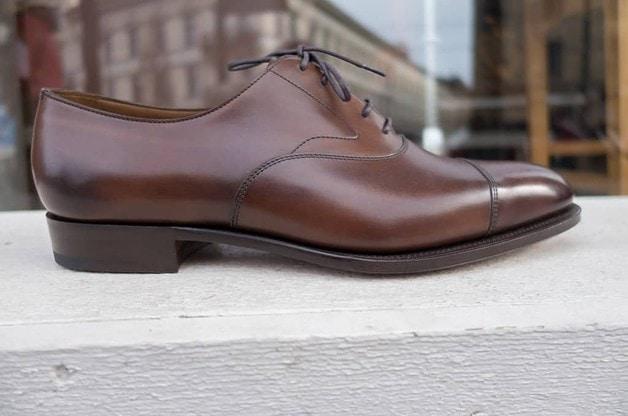 Klassiskt upphöjt i tre: Edward Green, plain cap toe oxford, mörkbrunt.