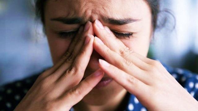 Hindari menyentuh wajah dengan tangan karena telapak tangan sarangnya virus
