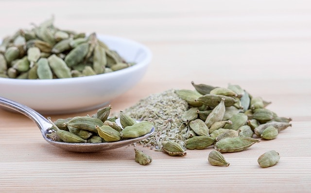 How to use cardamom spice for health benefits
