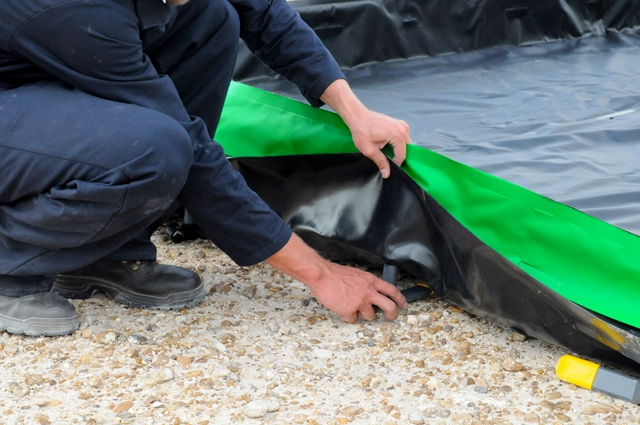 collapsible wall spill continment berm with green setting up sidewall