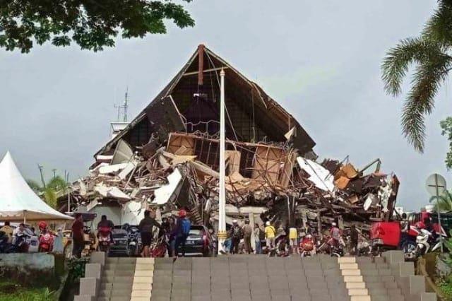 Kantor Gubernur Majene jadi Korban Gempa