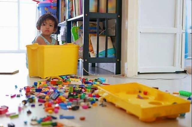 Merapikan mainan anak saat tidak digunakan lagi