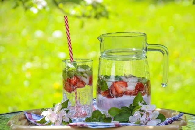 water, strawberries, flavor, flavour,, refreshing, corpus aesthetics