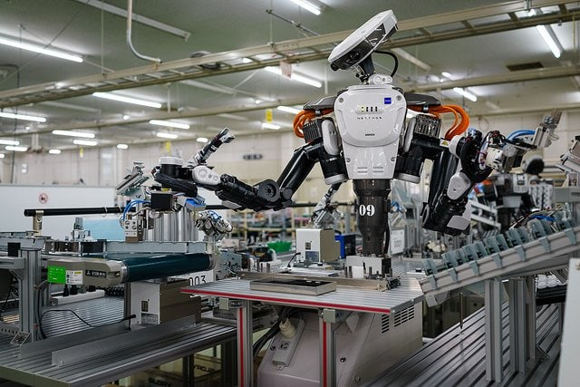 Robot Will Replace Humans In Many Fields -- Your Job Might Not Secure