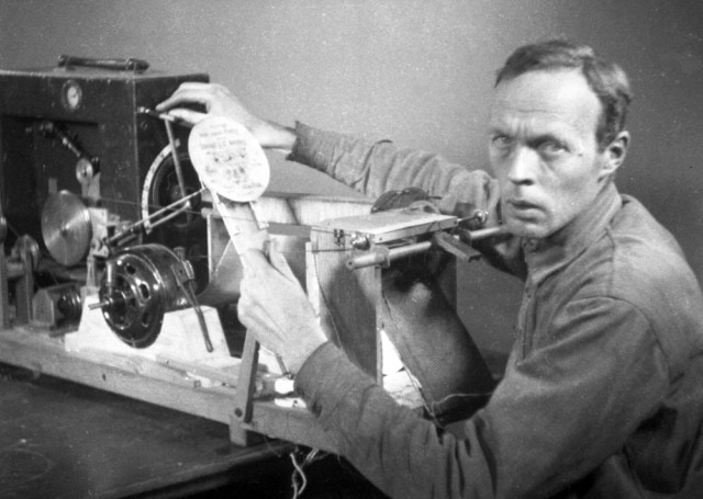 Evgeny Sholpo, 1932. His Variophone was a kind of optical computer for sound.