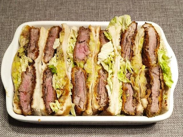 photo de Porc sauce tonkatsu en sandwiches