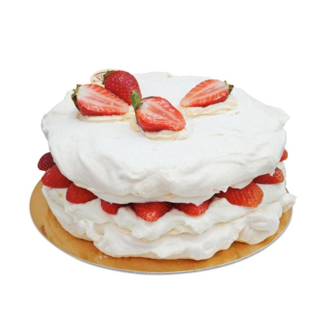 bezowy tort bezikowy z truskawkami ostrów wielkopolski