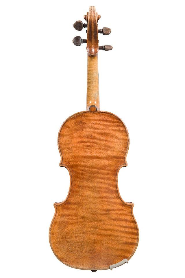 ジロラモ・アマティ1611年製バイオリン後ろ姿全体像