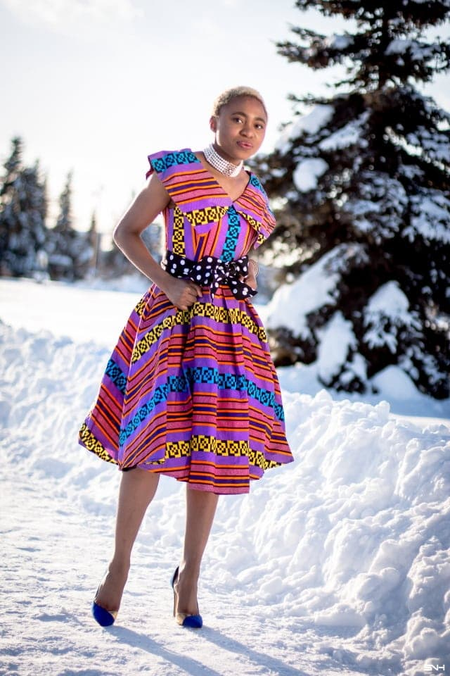I need this ankara cape dress in my life! I've always known that African print were stunning but this style is a runway knockout. The perfect summer dress for weddings and special occassions. Can't wait to see the other African styles that Louisa shares as part of her 20+ days ankara fashion. #africanprint #ankarafashion #ankara #kente #wakanda