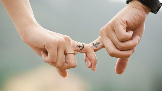 anchor-couple-fingers-friends-38870