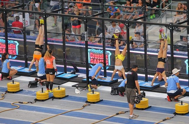 handstands2-1024x672