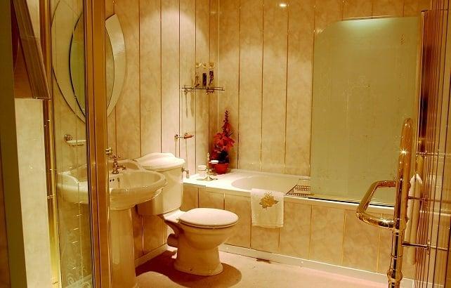 Клейка ПВХ панелей в ванной самостоятельно