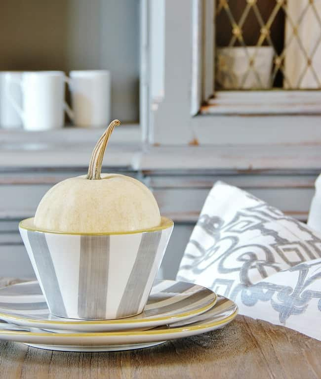 pumpkin dining room place setting