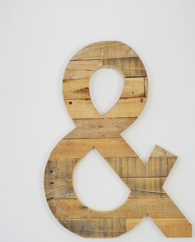 Wooden ampersand