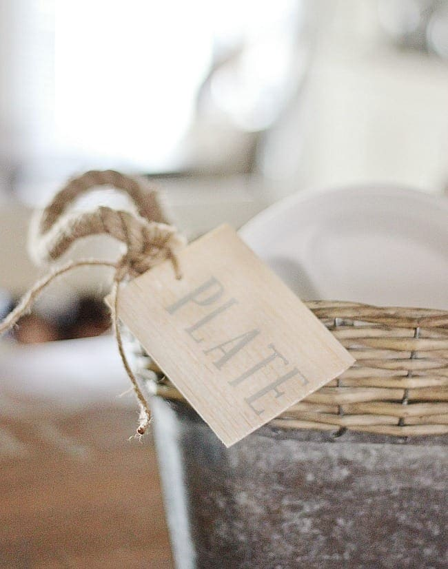 how to declutter a room with tags