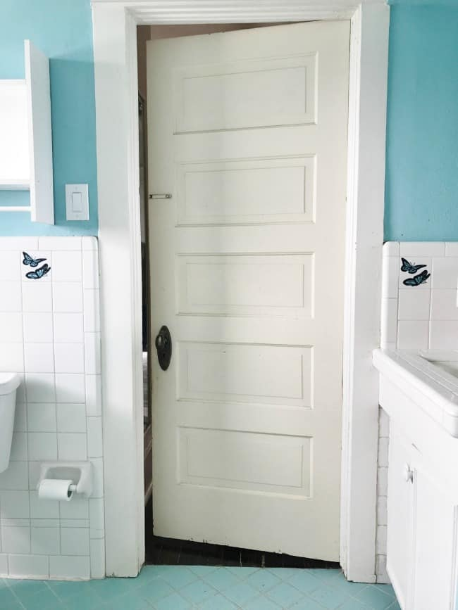 Here's another peek at the old bathroom.