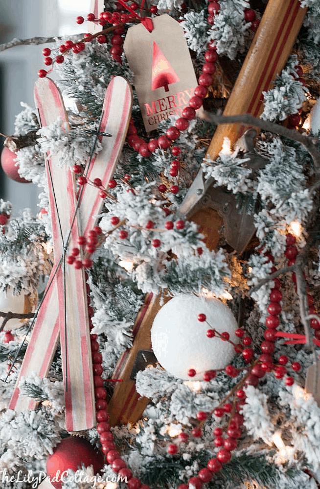 Skiing ornaments