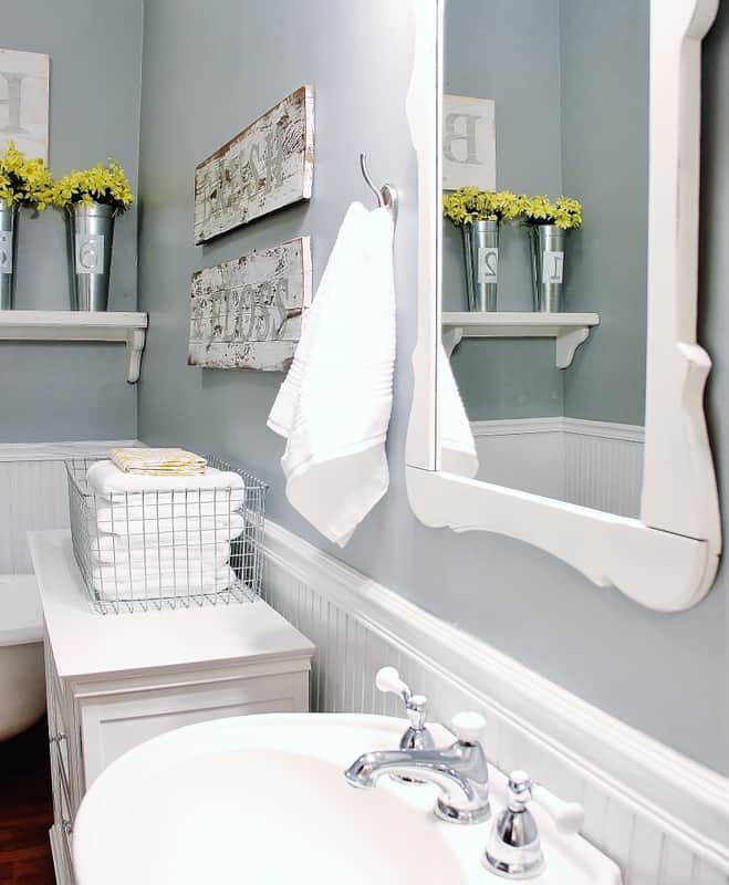 A mixture of old and modern decor will add to the farmhouse feel in your bathroom.